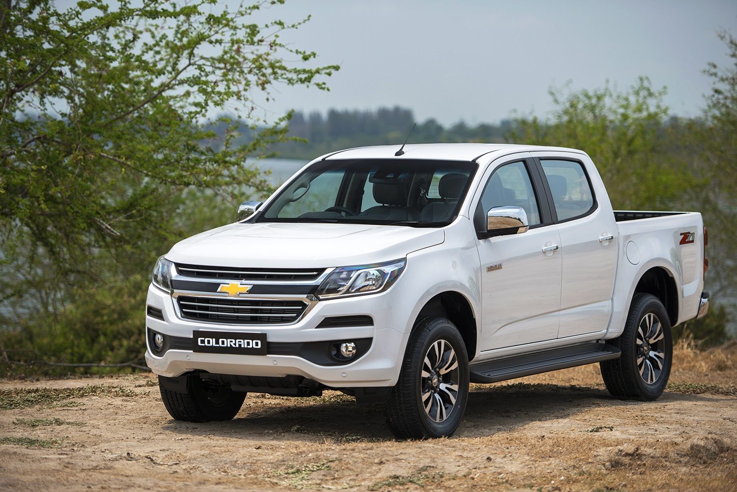 Deft Versus : New Chevrolet Colorado VS Ford Ranger จับชน 2 ...