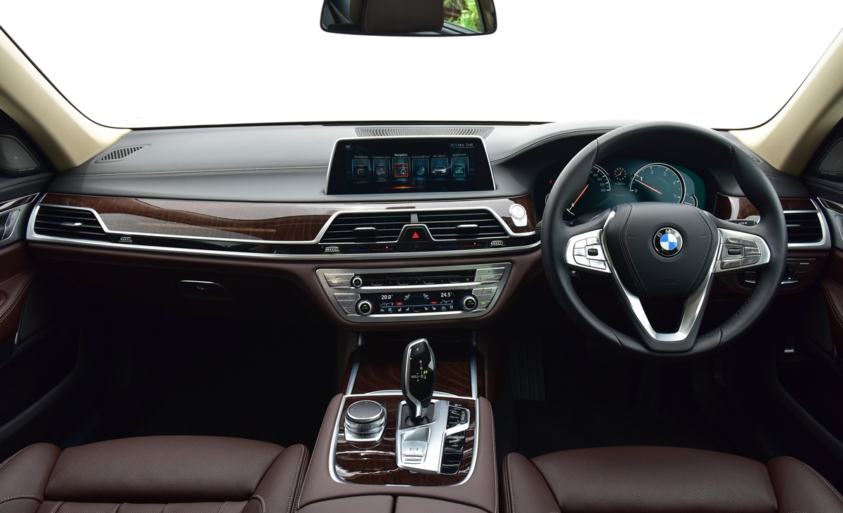 bmw 7 series pure excellence bmw xpo 2017. Black Bedroom Furniture Sets. Home Design Ideas