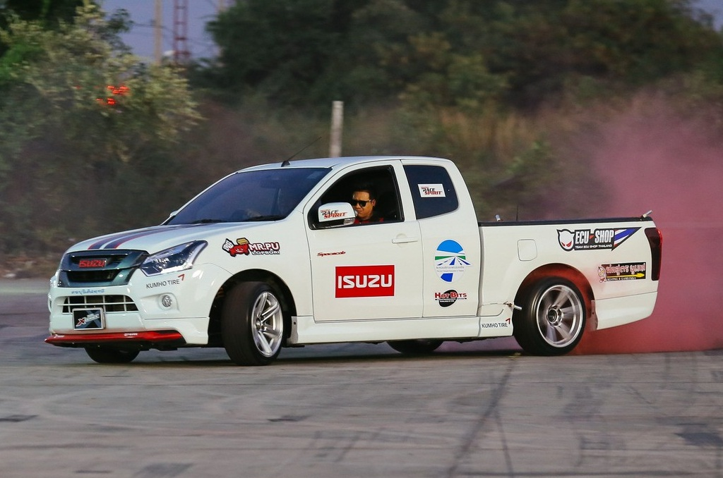 ISUZU Race Spirit 2016