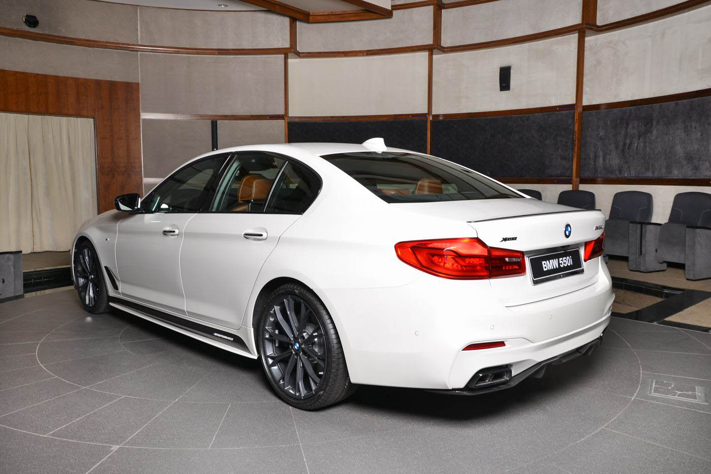 BMW M550i by Abu Dhabi Motors